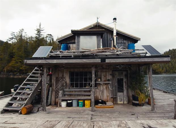 Ông lão mua một căn nhà rộng 70m2 trên mặt nước, sống nhàn nhã một mình hơn 30 năm: Không bị vật chất bó buộc, thế giới tinh thần trở nên phong phú hơn! - Ảnh 8.