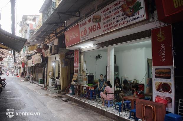 """Cuộc hội ngộ với quán xá lớn nhất năm của người Hà Nội: Nơi tấp nập, nơi vẫn """"đóng cửa then cài"""" khiến khách mừng hụt - Ảnh 3."""