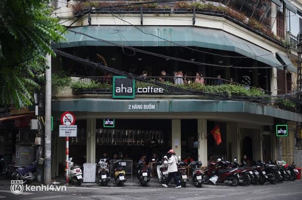 """Cuộc hội ngộ với quán xá lớn nhất năm của người Hà Nội: Nơi tấp nập, nơi vẫn """"đóng cửa then cài"""" khiến khách mừng hụt - Ảnh 8."""