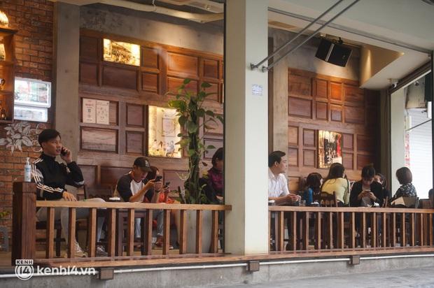 """Cuộc hội ngộ với quán xá lớn nhất năm của người Hà Nội: Nơi tấp nập, nơi vẫn """"đóng cửa then cài"""" khiến khách mừng hụt - Ảnh 9."""
