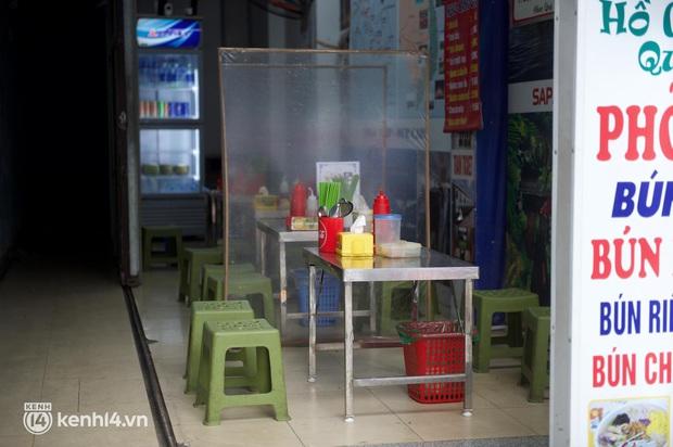 """Cuộc hội ngộ với quán xá lớn nhất năm của người Hà Nội: Nơi tấp nập, nơi vẫn """"đóng cửa then cài"""" khiến khách mừng hụt - Ảnh 5."""