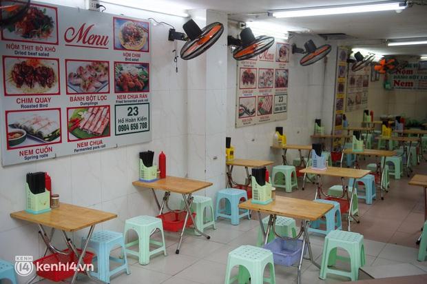 """Cuộc hội ngộ với quán xá lớn nhất năm của người Hà Nội: Nơi tấp nập, nơi vẫn """"đóng cửa then cài"""" khiến khách mừng hụt - Ảnh 7."""