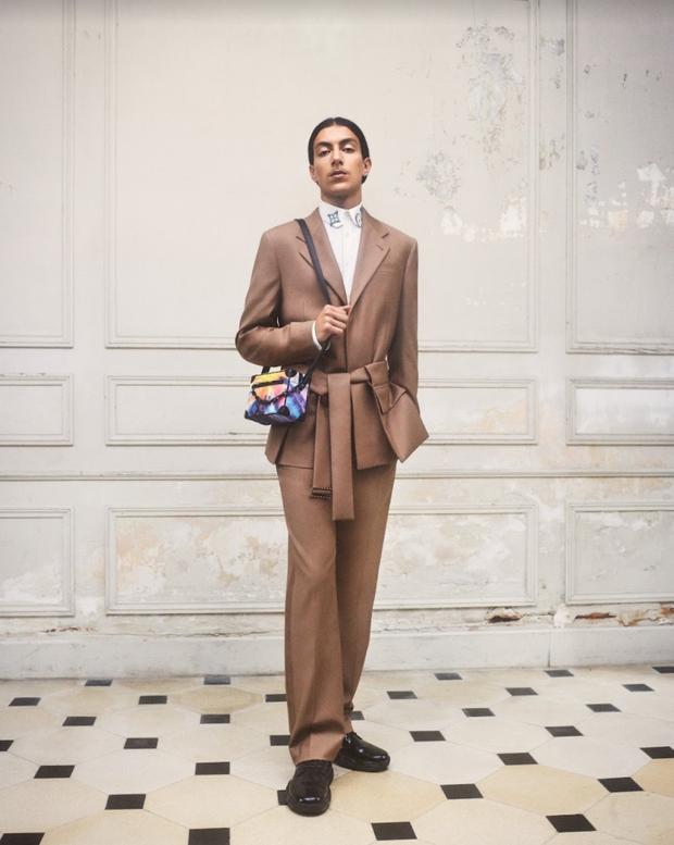 BST Louis Vuitton Mùa Thu 2021: Cảm hứng thời trang mạnh mẽ đến từ tấm thiệp hơn 100 năm trước - Ảnh 6.