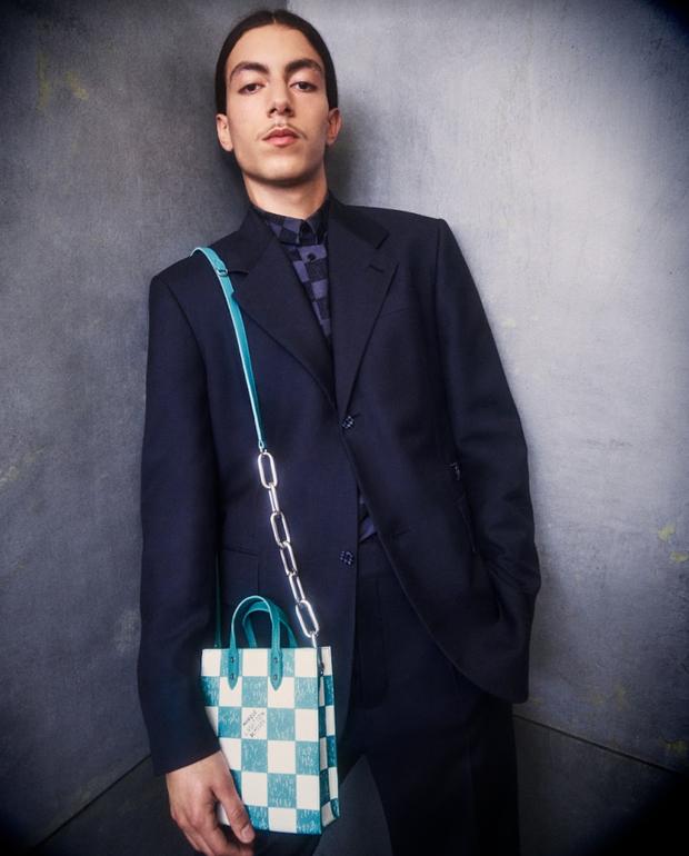 BST Louis Vuitton Mùa Thu 2021: Cảm hứng thời trang mạnh mẽ đến từ tấm thiệp hơn 100 năm trước - Ảnh 8.