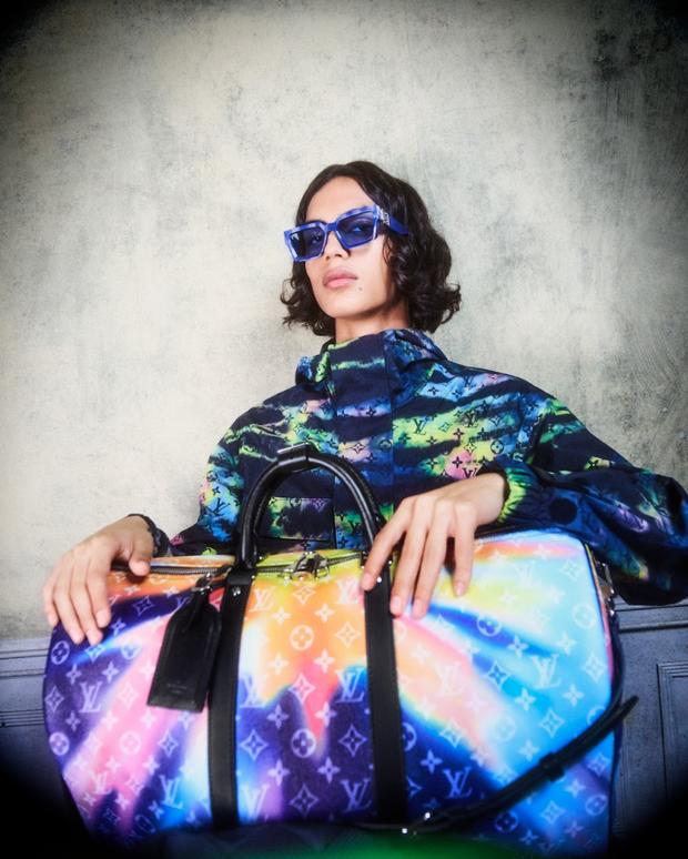 BST Louis Vuitton Mùa Thu 2021: Cảm hứng thời trang mạnh mẽ đến từ tấm thiệp hơn 100 năm trước - Ảnh 3.
