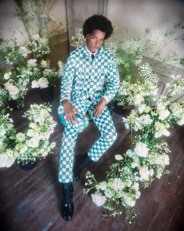 BST Louis Vuitton Mùa Thu 2021: Cảm hứng thời trang mạnh mẽ đến từ tấm thiệp hơn 100 năm trước - Ảnh 5.