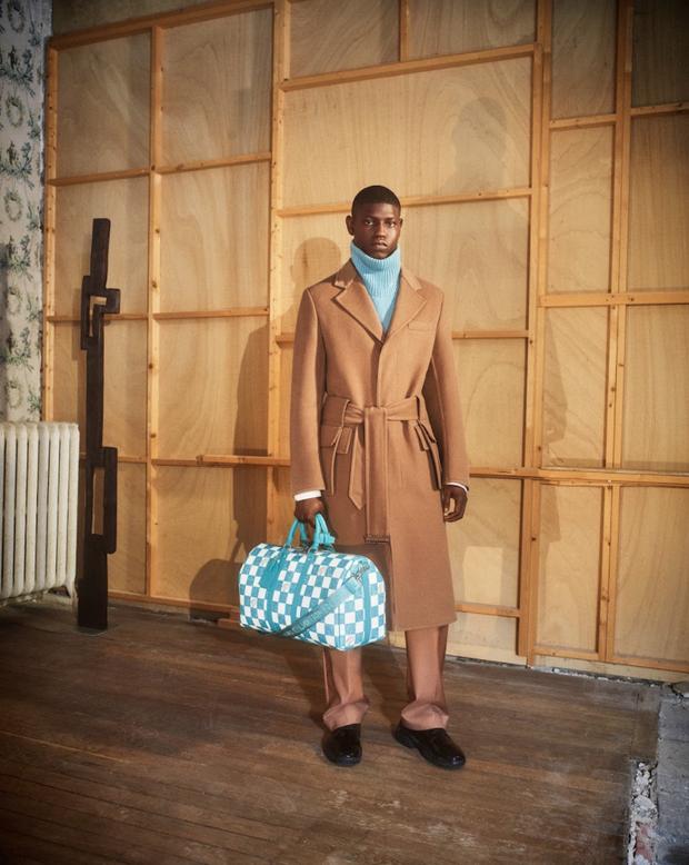 BST Louis Vuitton Mùa Thu 2021: Cảm hứng thời trang mạnh mẽ đến từ tấm thiệp hơn 100 năm trước - Ảnh 2.