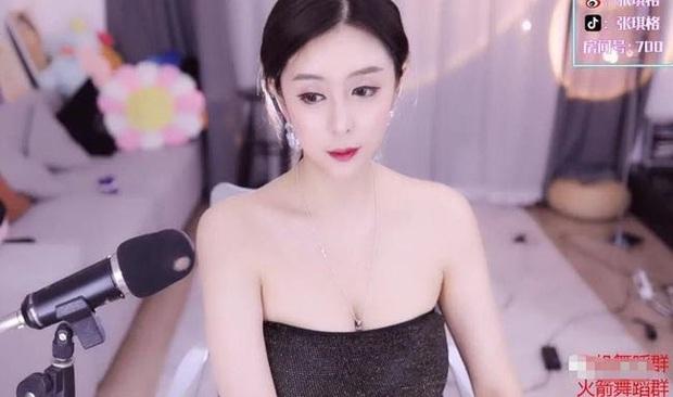 Vô tình để lộ cảnh thiếu vải trên sóng trực tiếp, nữ streamer lại khiến fan sôi sục vì body quá mức nóng bỏng! - Ảnh 3.