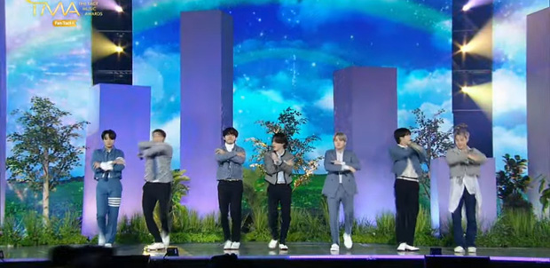 BTS mang đến 3 màn biểu diễn ấn tượng tại TMA 2021, nhưng đến sân khấu live encore thì tụt mood thật đấy! - Ảnh 16.