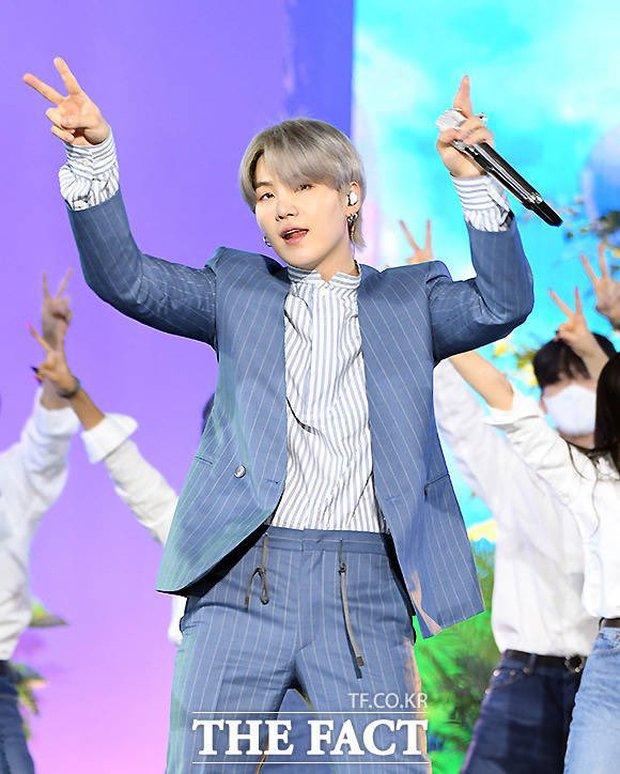 BTS mang đến 3 màn biểu diễn ấn tượng tại TMA 2021, nhưng đến sân khấu live encore thì tụt mood thật đấy! - Ảnh 15.