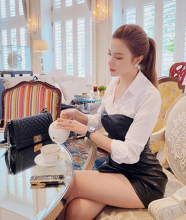 1 chiếc bàn - 2 phong cách: Các cô sao Việt đi thưởng trà lên đồ có gì khác mấy cô sao Hàn? - Ảnh 7.