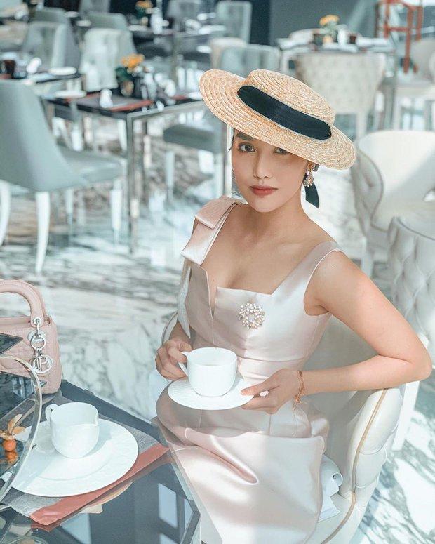 1 chiếc bàn - 2 phong cách: Các cô sao Việt đi thưởng trà lên đồ có gì khác mấy cô sao Hàn? - Ảnh 3.