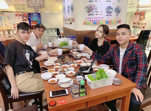 Xôn xao hình ảnh Hương Giang tái xuất bên hội bạn thân sau 7 tháng ở ẩn, sự thật thế nào? - Ảnh 2.