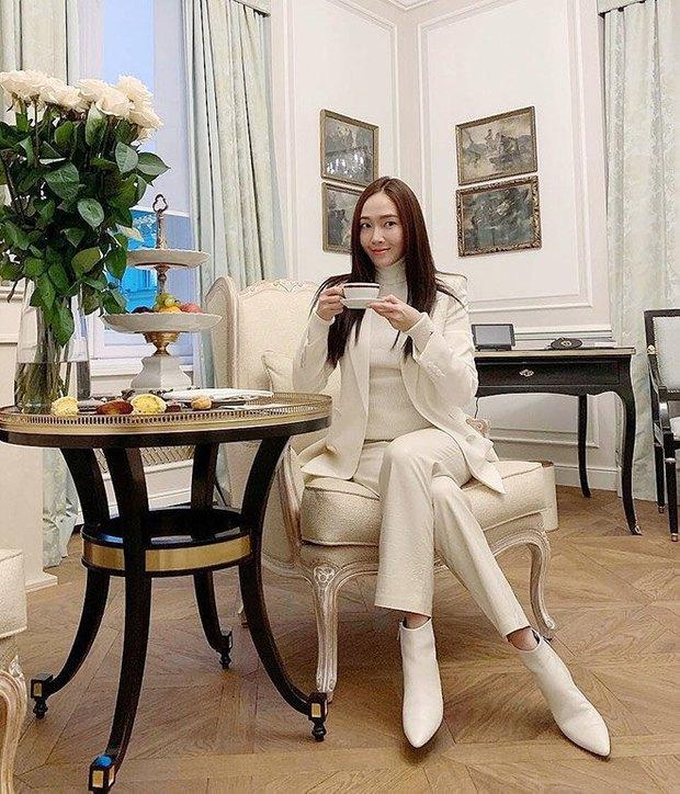 1 chiếc bàn - 2 phong cách: Các cô sao Việt đi thưởng trà lên đồ có gì khác mấy cô sao Hàn? - Ảnh 9.