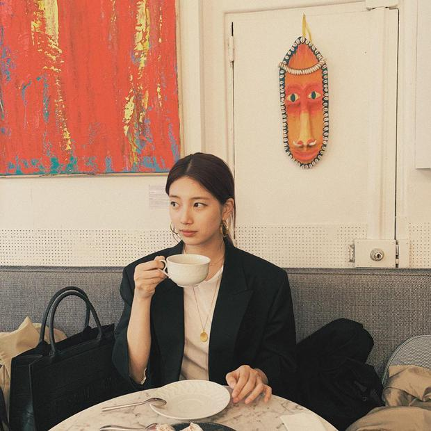 1 chiếc bàn - 2 phong cách: Các cô sao Việt đi thưởng trà lên đồ có gì khác mấy cô sao Hàn? - Ảnh 11.