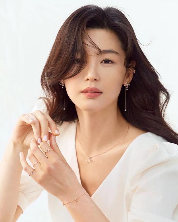 """Thế nào là """"tình đầu quốc dân""""? Đây là những khoảnh khắc kinh diễm giúp dàn nữ thần Hàn có được danh hiệu này - Ảnh 12."""