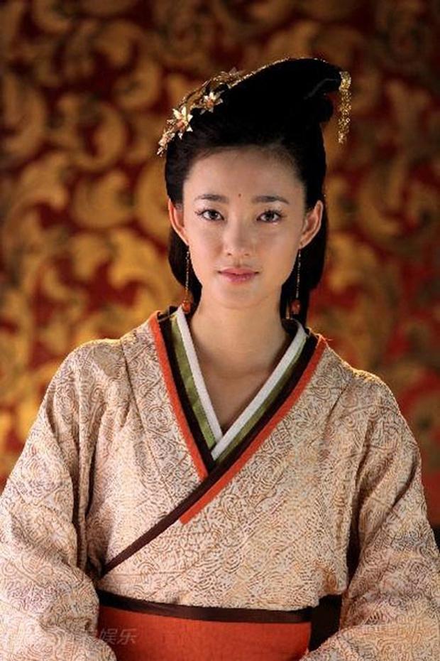 Khung hình đọ sắc 11 năm trước: Lâm Tâm Như lộ hết khuyết điểm bên Dương Mịch, nữ thần mặt mộc khiến Cnet sửng sốt - Ảnh 4.