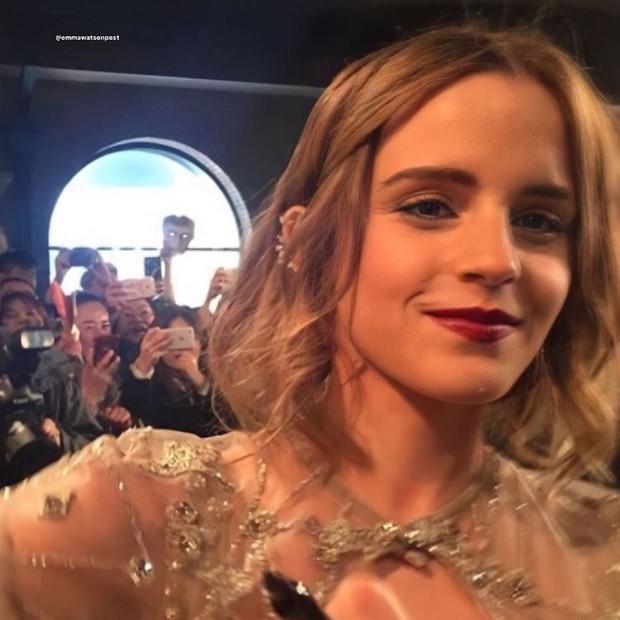 Năm 2017 Emma Watson có 1 thảm đỏ huyền thoại ở Trung Quốc: Đẹp nức nở tựa công chúa, đến mức ảnh chụp lướt mỗi năm đều gây bão MXH - Ảnh 15.