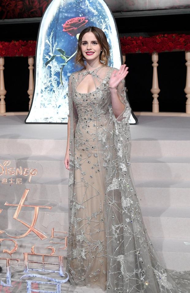 Năm 2017 Emma Watson có 1 thảm đỏ huyền thoại ở Trung Quốc: Đẹp nức nở tựa công chúa, đến mức ảnh chụp lướt mỗi năm đều gây bão MXH - Ảnh 4.