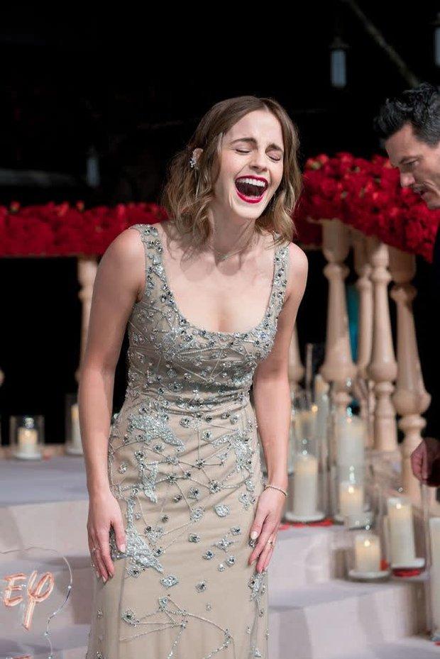 Năm 2017 Emma Watson có 1 thảm đỏ huyền thoại ở Trung Quốc: Đẹp nức nở tựa công chúa, đến mức ảnh chụp lướt mỗi năm đều gây bão MXH - Ảnh 9.