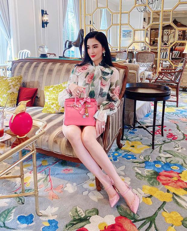 1 chiếc bàn - 2 phong cách: Các cô sao Việt đi thưởng trà lên đồ có gì khác mấy cô sao Hàn? - Ảnh 4.