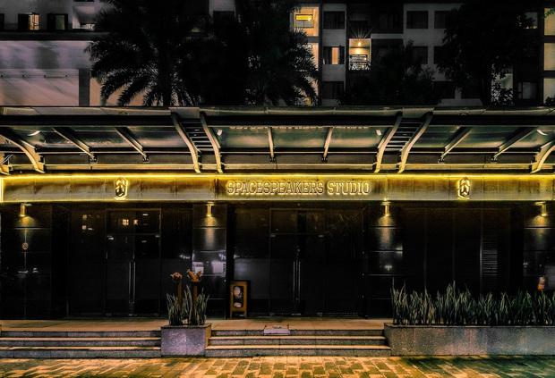 SpaceSpeakers khoe trụ sở sang xịn mịn nhìn như công ty giải trí nước ngoài, đẹp như nào mà netizen thốt lên: Nhà hát của những giấc mơ - Ảnh 2.