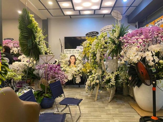 Đại diện ca sĩ Phi Nhung mong khách viếng và bạn bè làm điều này thay vì gửi vòng hoa? - Ảnh 3.