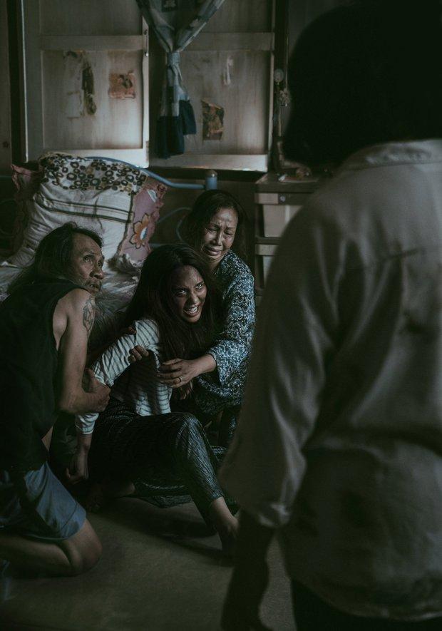 Sự thật sau 3 bí ẩn kinh hoàng ở The Medium: Linh hồn nào đã nhập vào thiếu nữ, cái chết đột ngột của nhân vật chính là vì đâu? - Ảnh 2.