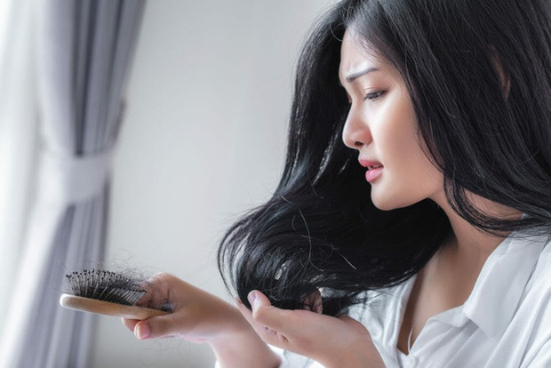 Tóc rụng nhiều bất thường: Chuyên gia cảnh báo cẩn trọng một hội chứng bệnh chị em có thể đang phải đối mặt  - Ảnh 1.