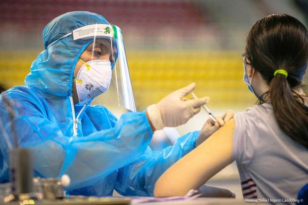16 quận, huyện của TP.HCM đã phủ 100% vắc-xin ngừa Covid-19 cho dân - Ảnh 1.