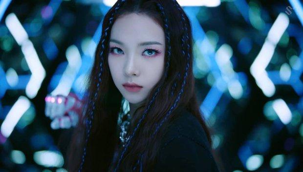 Karina đấm vỡ màn hình, kéo aespa đi đánh trận trong teaser MV mới; netizen khen: Nhạc không gây nghiện đời không nể! - Ảnh 4.