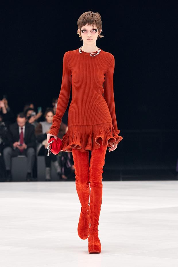 Chi tiết rùng mình khiến hãng Givenchy bị lên án ở Fashion Week và đây không phải là lần đầu có hiện tượng này - Ảnh 2.