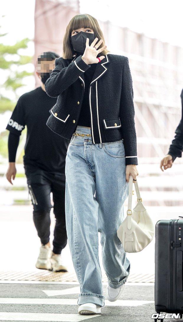 Lisa đổ bộ sân bay sang Pháp dự Fashion Week: Chanh sả như tài phiệt, bịt kín mà che không nổi visual và vòng eo khó tin - Ảnh 5.