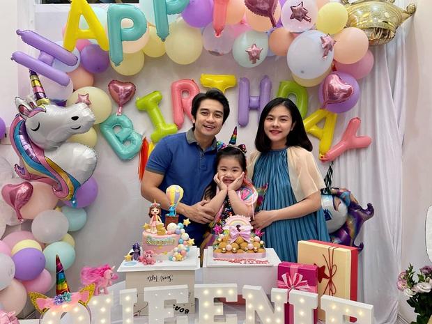 """Vợ chồng Vân Trang tổ chức sinh nhật con gái lớn, vóc dáng và nhan sắc mẹ bầu sắp """"vỡ chum"""" giật trọn spotlight! - Ảnh 2."""