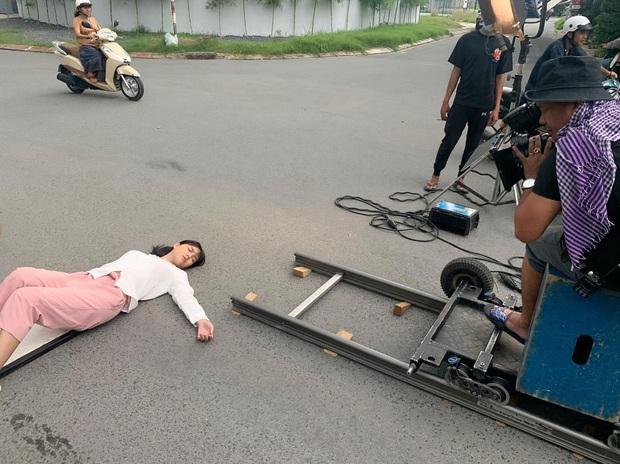 Lộ hậu trường Ngọc Trinh bị tông xe, chảy máu đầu nằm bất tỉnh giữa đường và sự thật ám ảnh phía sau  - Ảnh 3.