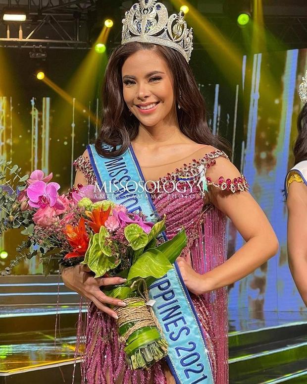 Chưa từng có ở Chung kết: Tân Miss World Philippines ngã bổ nhào 2 lần ngay trên sân khấu, vương miện và hoa... rơi lả tả - Ảnh 4.