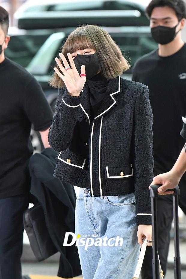 Lisa đổ bộ sân bay sang Pháp dự Fashion Week: Chanh sả như tài phiệt, bịt kín mà che không nổi visual và vòng eo khó tin - Ảnh 3.
