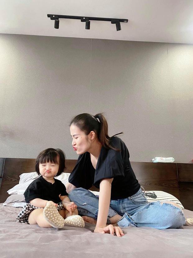 Ngắm vitamin dễ thương tối đầu tuần của 2 mẹ bỉm hào môn Đông Nhi và Đàm Thu Trang: Các mẹ ơi, mau đẻ ngay 1 tiểu công chúa! - Ảnh 3.