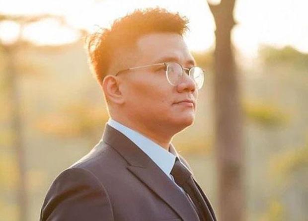 Trước khi bị bắt, Nhâm Hoàng Khang gây bão Vbiz: Từ vụ NS Hoài Linh ngâm 14 tỷ đến cố ca sĩ Phi Nhung và loạt sao hạng A bị nhắc tên! - Ảnh 2.