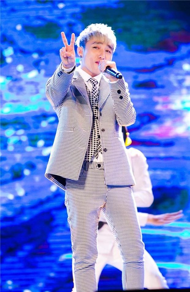 Một nam ca sĩ hạng A thi rớt từ vòng gửi xe nhưng lại được Vietnam Idol mời diễn đến... 2 lần! - Ảnh 4.