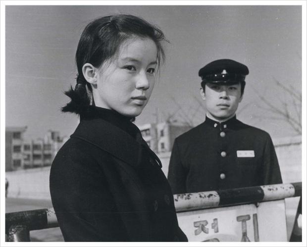 Ngất lịm với nhan sắc ngày trẻ của tình đầu quốc dân đời đầu phim Hàn: Cỡ nào mà Son Ye Jin cũng không có cửa đọ lại? - Ảnh 5.