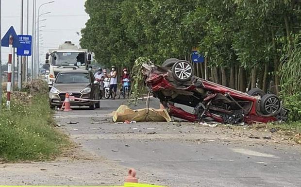 Xe con bị vò nát sau va chạm với xe tải, 3 người tử vong trong đó có 1 hot Facebooker - Ảnh 1.