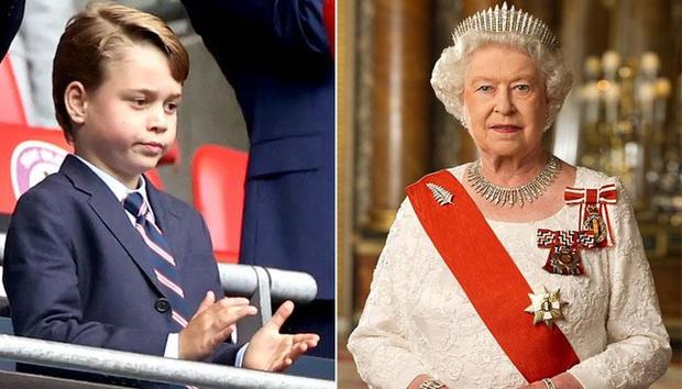 Nữ hoàng Anh bắt đầu đào tạo Hoàng tử George trở thành vua với loạt động thái quan trọng - Ảnh 1.