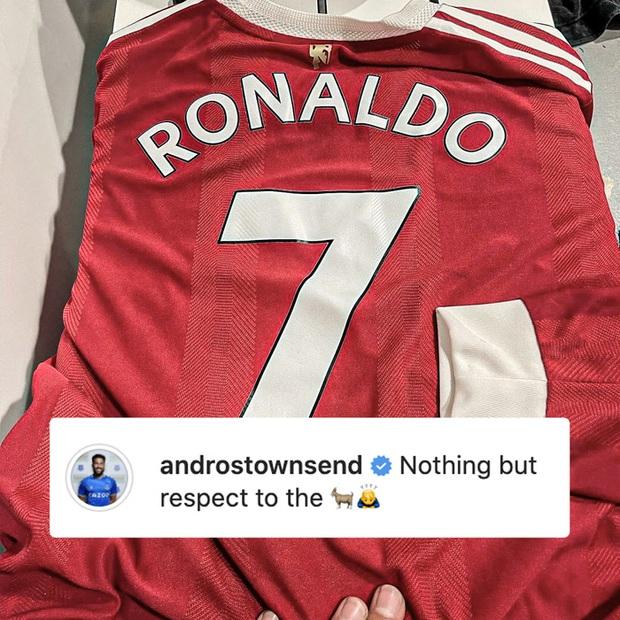 Người hùng Everton hé lộ cách xin áo của Ronaldo đang bực tức - Ảnh 2.