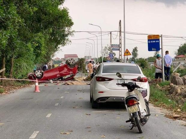 Clip: Khoảnh khắc ô tô va chạm với xe tải khiến YouTuber Nam Ok và 2 người khác tử vong thương tâm - Ảnh 2.