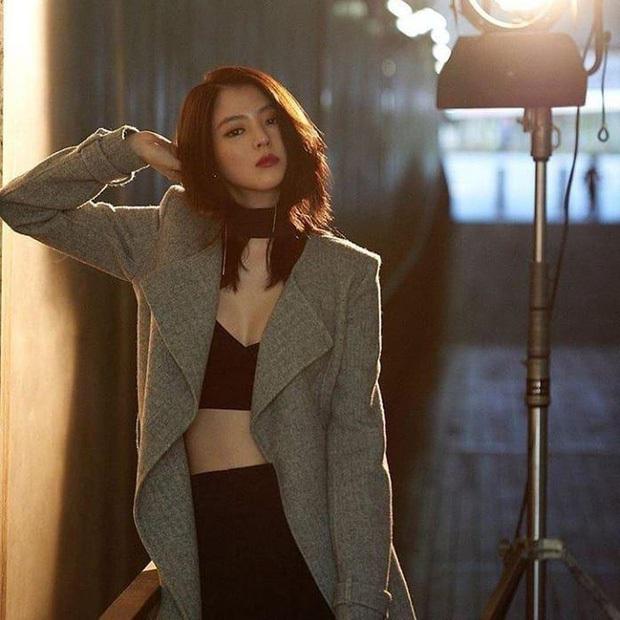 Ngất lịm vì tiểu tam Han So Hee diện váy xẻ sâu hoắm lộ vòng 1 căng tràn, khoảnh khắc suýt hớ hênh khiến netizen thót tim - Ảnh 10.