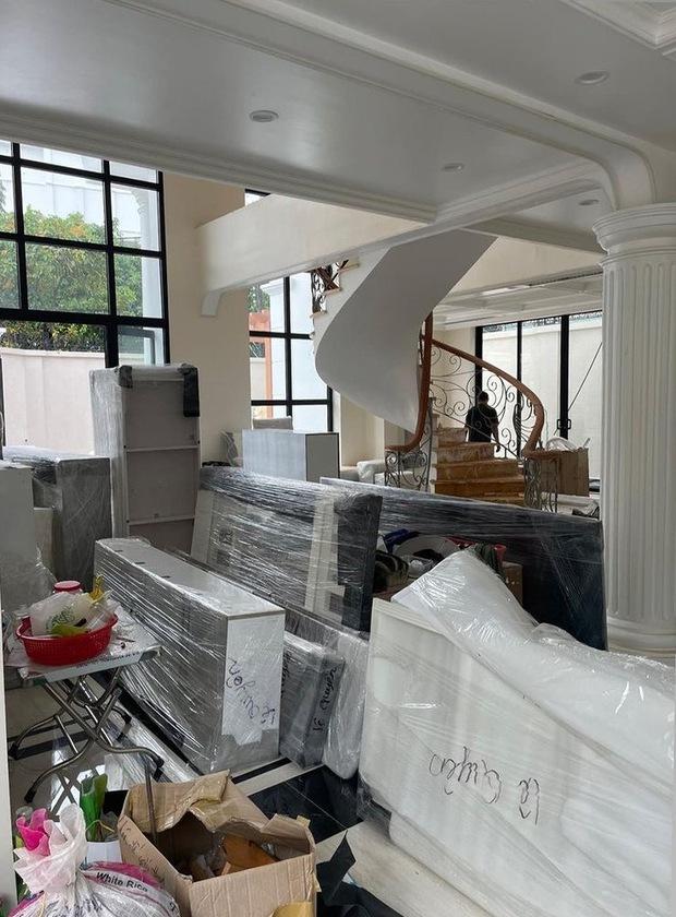 Lệ Quyên khoe hình ảnh bên trong căn bạch dinh mới tại Sài Gòn, là tổ ấm xây dựng hạnh phúc cùng tình trẻ? - Ảnh 2.