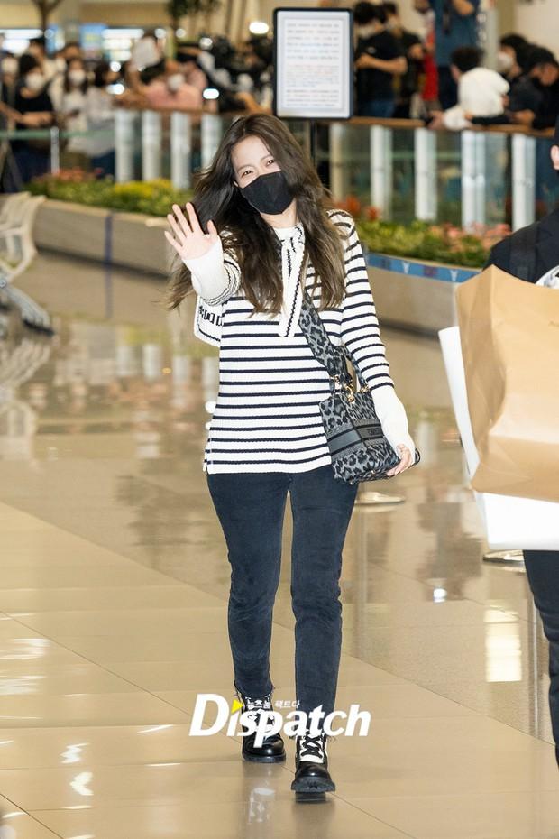 Jisoo (BLACKPINK) đổ bộ sân bay Hàn sau Paris Fashion Week, body thật bị bóc trần không thương tiếc vì loạt chi tiết kém xinh - Ảnh 6.