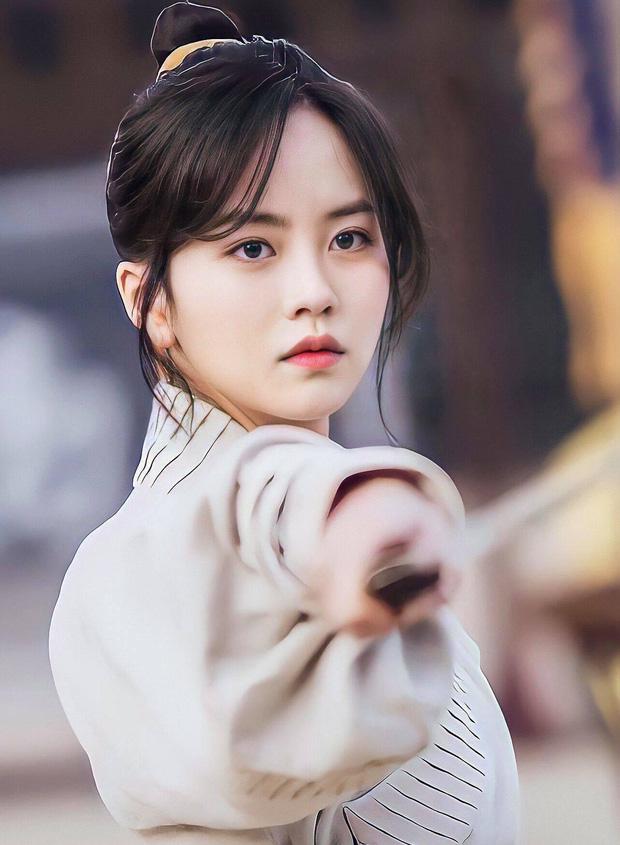 Trong đêm qua, nữ chính Squid Game đã đổi đời: Tăng gần 1 triệu follow, chính thức vượt Lee Sung Kyung đứng đầu Kbiz - Ảnh 8.