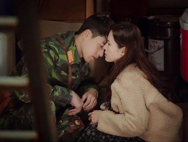 Son Ye Jin từng tát lật mặt Hyun Bin vì đã hôn còn chọn hướng, nhìn anh nhà giật mình ngã ngửa mà chết cười - Ảnh 7.